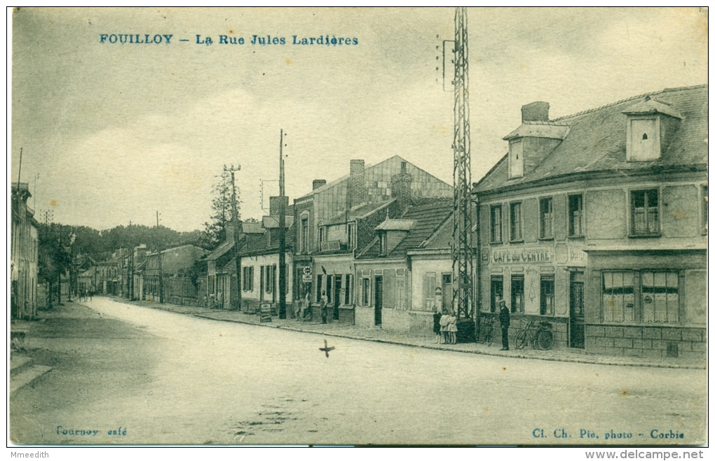 Fouilloy. La Rue Jules Lardières. - France