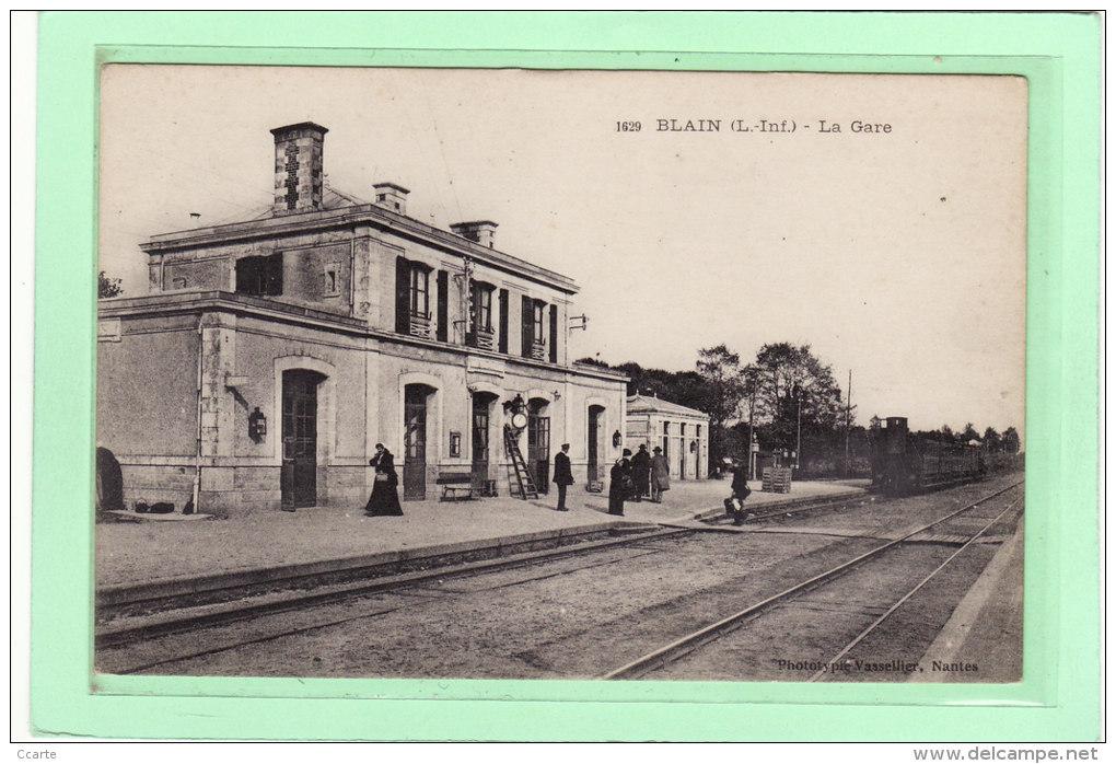 BLAIN (44) / CHEMINS DE FER / GARES / TRAINS / La Gare Arrivée D'un Train En Gare /Animation - Blain