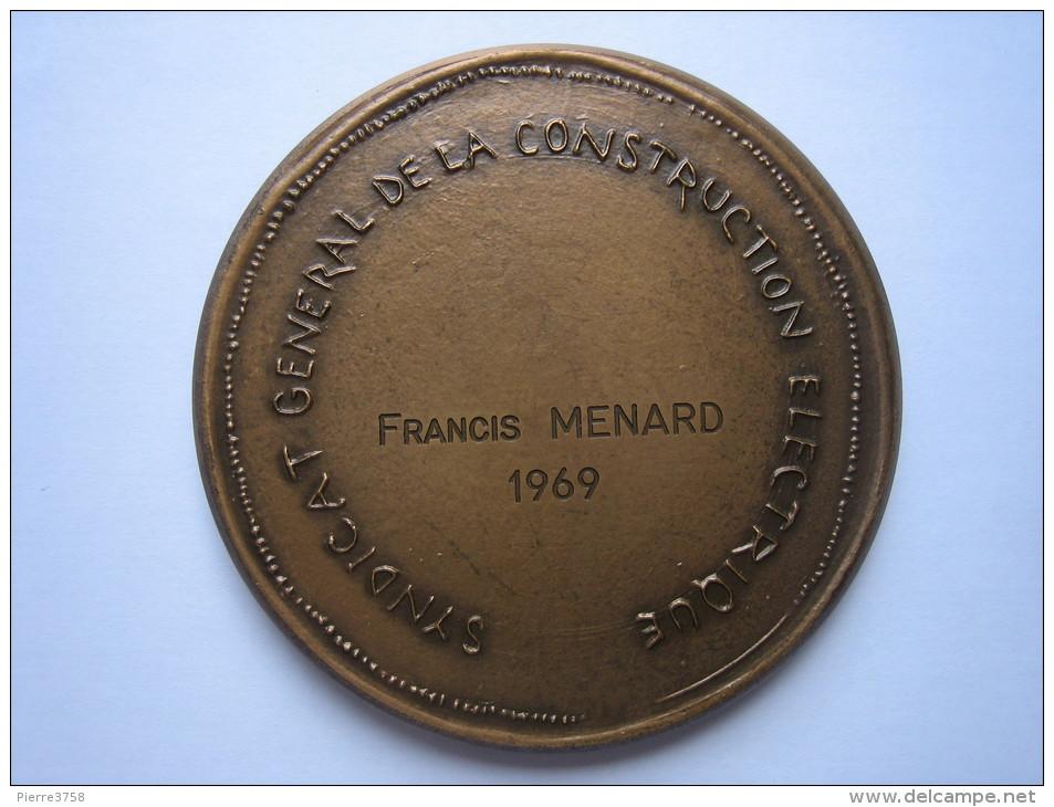 Medaille Syndicat General De La Construction Electrique ( Francis Ménard) - Professionals/Firms