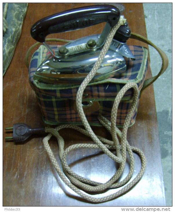 Mini FER à Repasser De Voyage 1940 - Other Apparatus