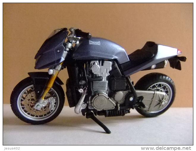 MOTO MÜNCH Moto Creada Por Friedl Münch  - MAISTO - Motos