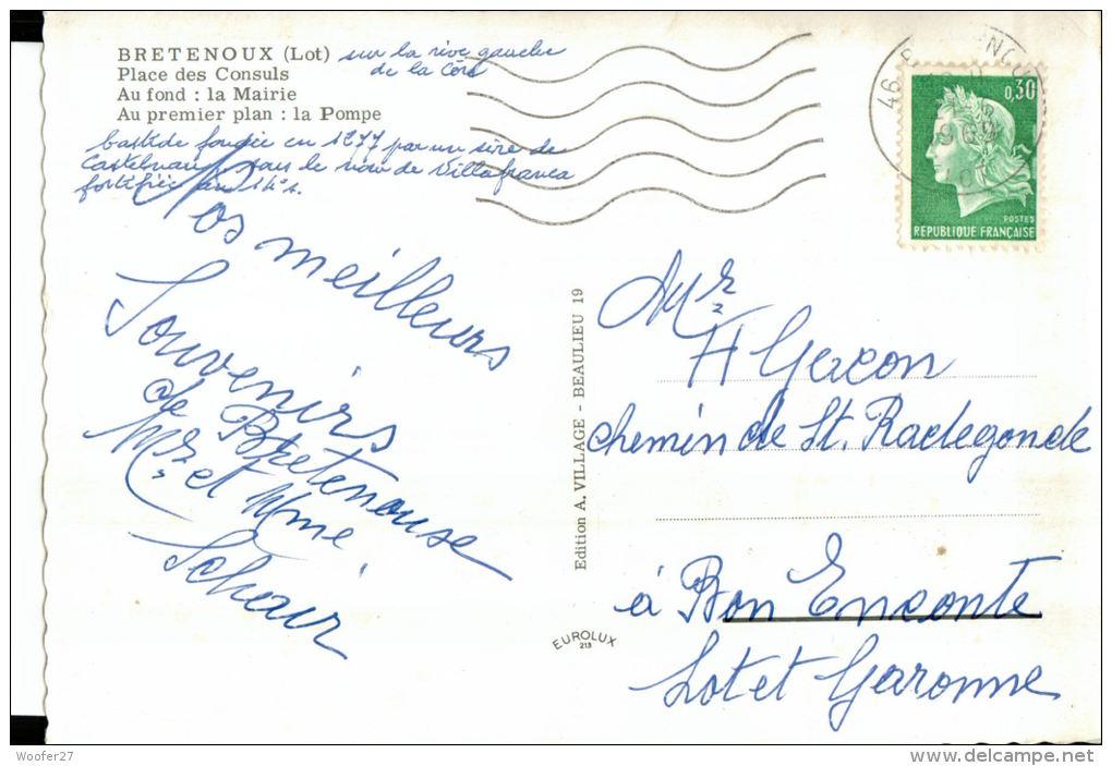 CPSM   BRETENOUX     La Place Des Consuls,la Mairie ,la Pompe Et Les Commerces - Bretenoux