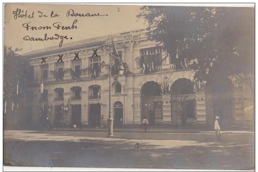 CPA PHOTO CAMBODGE CAMBODIA PNOM PENH Hôtel De La Douane Un Jour De Fête Texte 1910 - Cambodia