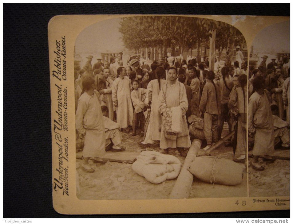 Chine - Driven From Home, Chinese Refugees Assembling At The Boat-landing On The Pei-ho, Tientsin, China, 1901 - Photos Stéréoscopiques