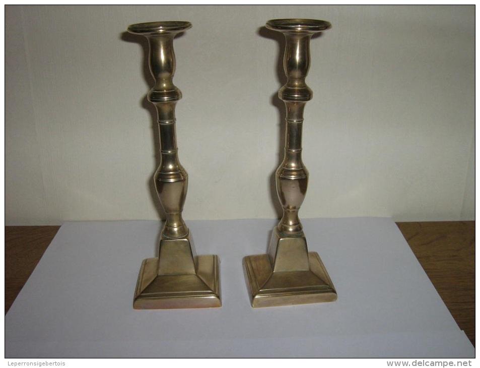 2 Bougeoirs Anciens En Cuivre - Cuivres