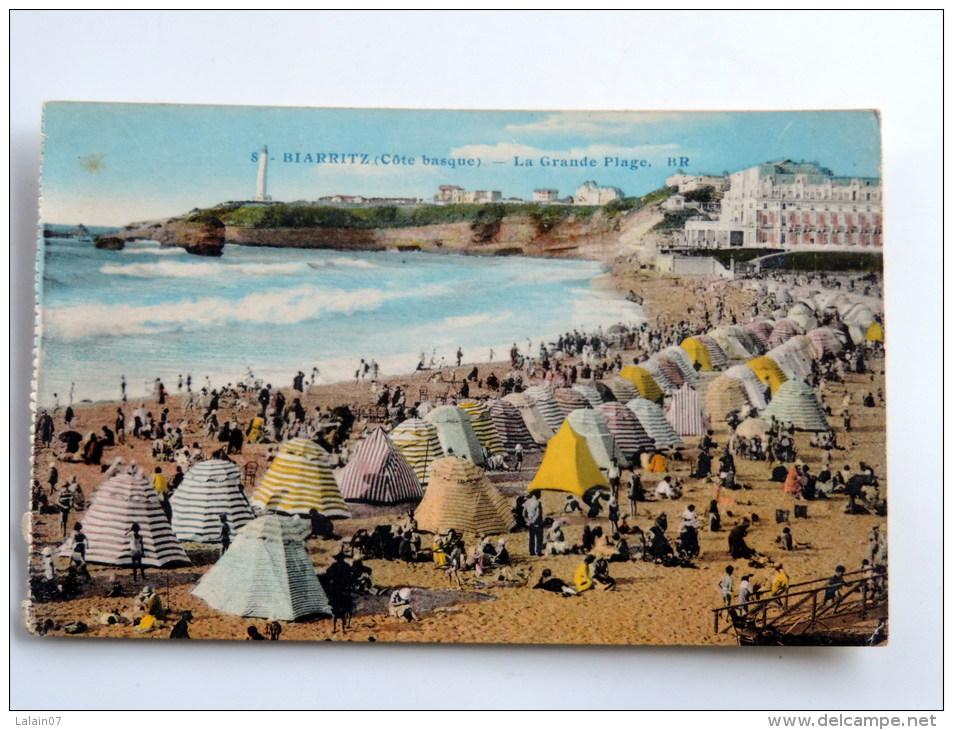 Carte Postale Ancienne : BIARRITZ : La Grande Plage Avec Tentes Rayées - Biarritz