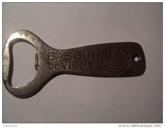 *Décapsuleur BASSIN DE VICHY Société Commerciale. - Destapador/abrebotellas