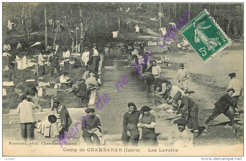 38. CAMP DE CHAMBARAN . Les Lavoirs  . CPA Animée . - France