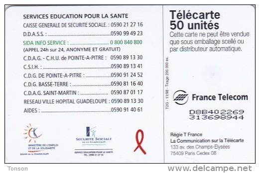 France, 0932, French Guiana (Guyane), Vivre Avec Le Sida, 2 Scans. - French Guyana