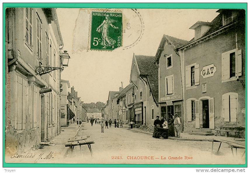 Chaource - Aube - La Grande Rue - Animée - Chaource