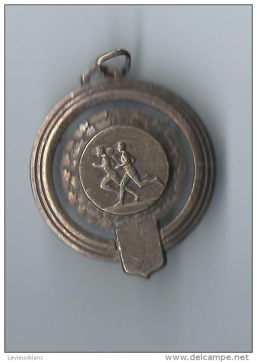 Médaille Sport/ Militaire/Course à Pied/ Cross/ 3éme RA/Bronze Estampé Et Nickelé  / 1957      SPO49 - Athlétisme
