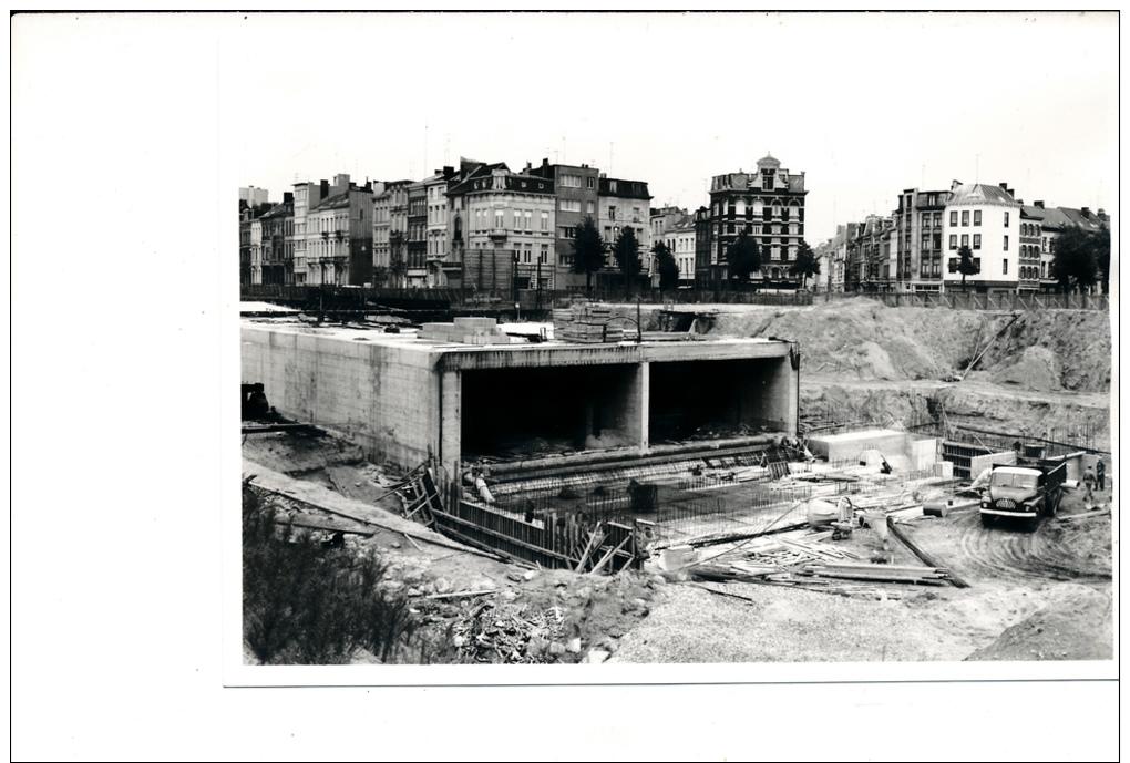 Construction de 23 ponts et un tunnel routier sous la for Construction de tunnel