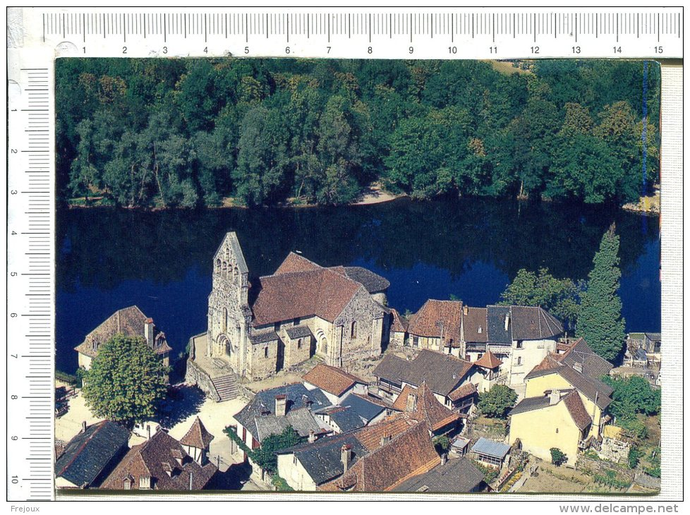 L437 -  BEAULIEU SUR DORDOGNE  -  Dominant La Dordogne, La Chapelle Des Pénitents Avec Son Clocher Mur - Francia