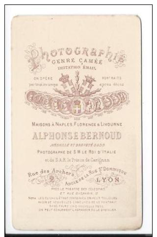 Exceptionnelle Photographie CDV D´ Alphonse Bernoud - Autoportrait à La Cape De Pluie Et Au Bâton De Pèlerin - Photographs