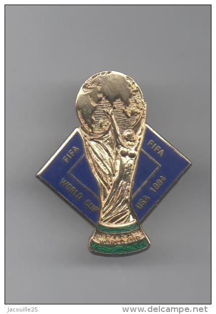 PINS PIN'S FOOT FOOTBALL LOGO USA 94 COUPE DU MONDE WORLD CUP 3,2 X 2,6 CMS BANDEAU VERT - Football
