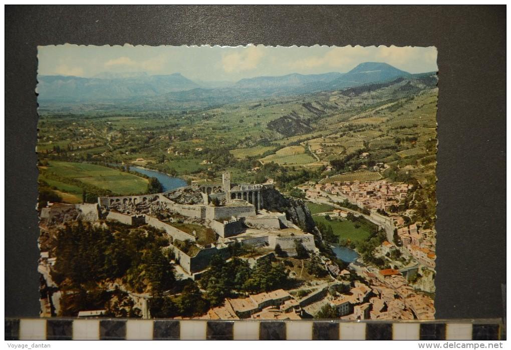 CP, 04, Sisteron La Citadelle Et La Vallée De La Durance N°4195 Edition J Cellard - Sisteron
