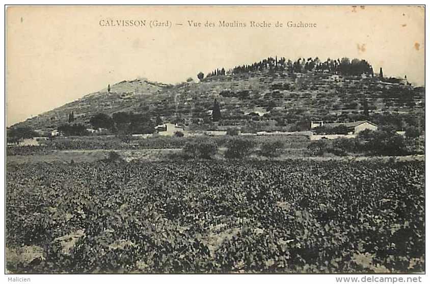 Depts Div- Gard -ref K699- Calvisson - Vue Des Moulins Roche De Gachone  - Carte Bon Etat - - France