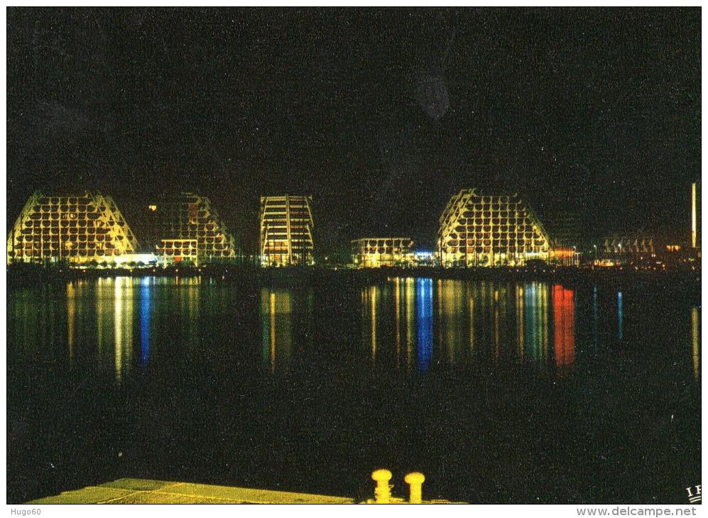 LA GRANDE MOTTE - Le Port Et Les Immeubles Pyramidaux, Vus De Nuit - Sin Clasificación