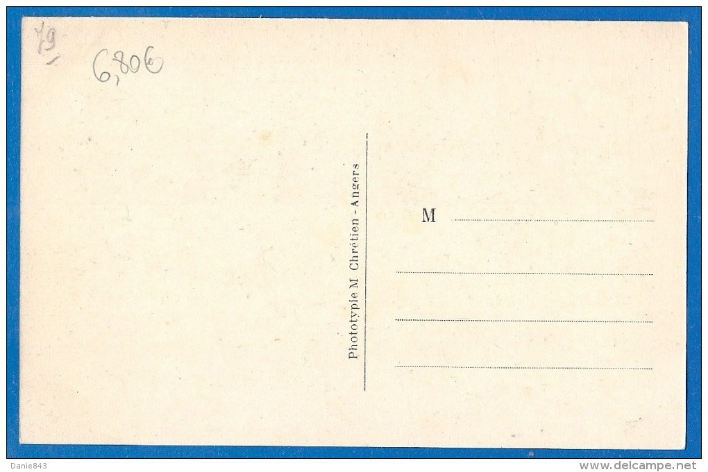 (ma) CPA - DEUX SEVRES - THOUARS - NOUVELLE PASSERELLE DE LA GARE ET PASSAGE A NIVEAU - Animation - L.V. Phot. / 5 - Thouars