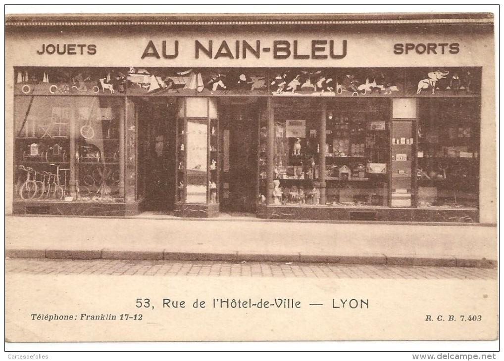 CARTE . CPA .D69. LYON. DEVANTURE MAGASIN. AU NAIN-BLEU. JOUETS. SPORTS. HOTEL DE VILLE. - Lyon