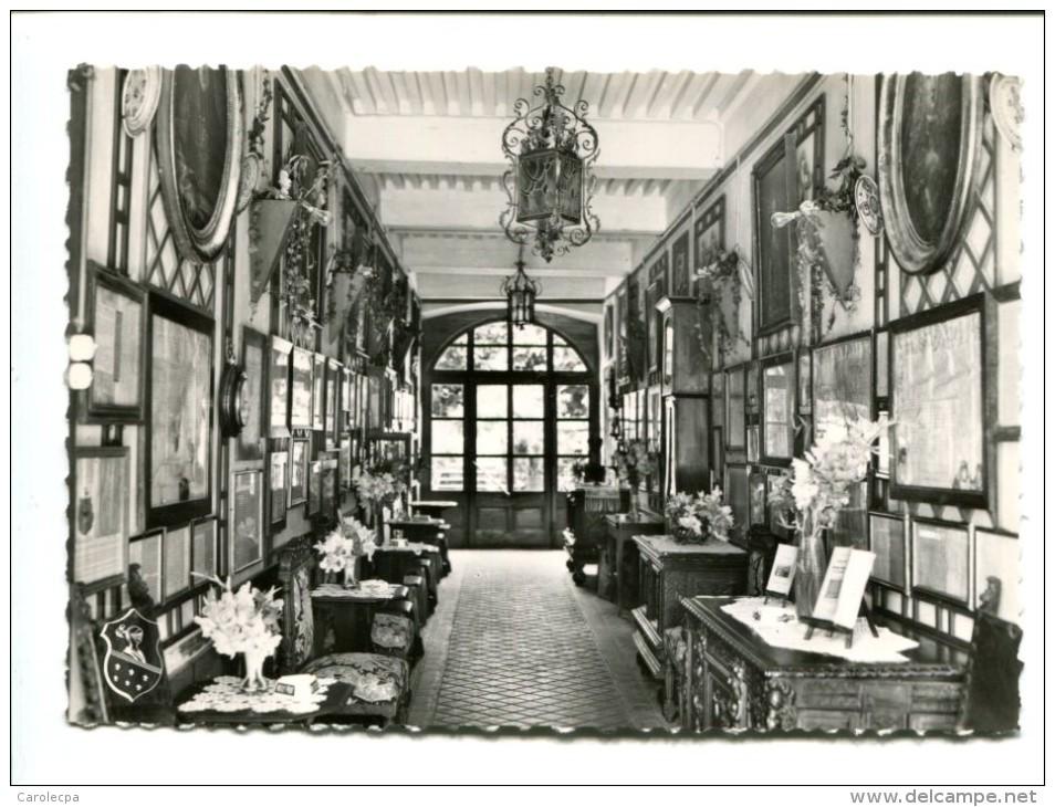 CP - MOUTHIER (25) HOTEL LE MANOIR Le Hall Avec Galerie Des Parchemins Et Meubles Anciens - Other Municipalities