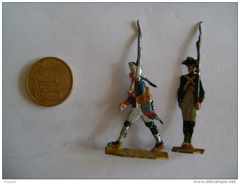 4 Petits Soldats En 1/2 Figures,étain? , 2 Cavaliers à L´attaque, 2 Fantassins - Figurines