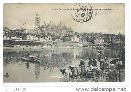 37 - PERIGUEUX - LA CATHEDRALE VUE DU PONT DE St-GEORGES ( Animées - LAVEUSES - LAVANDIERE ) - Périgueux