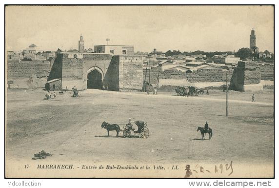 MAROC  MARRAKECH / Entrée De Bab-Doukkala Et La Ville / - Marrakesh