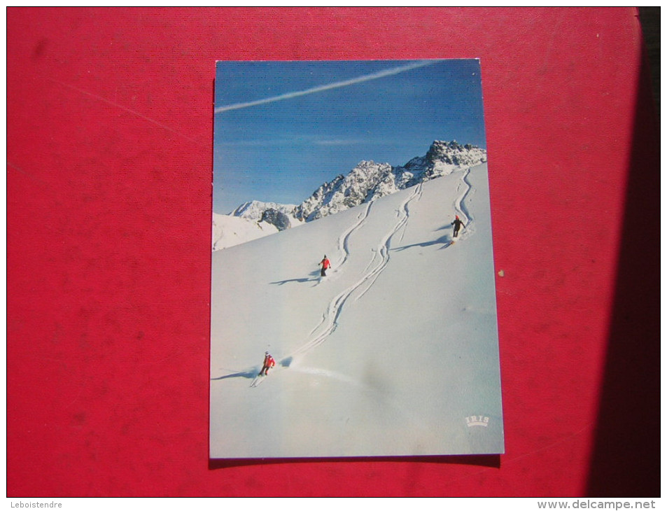 CPM  SPORTS D'HIVER   SKI  ANIMEE DE 3 SKIEURS   SKI SAUVAGE      VOYAGEE - Sports D'hiver