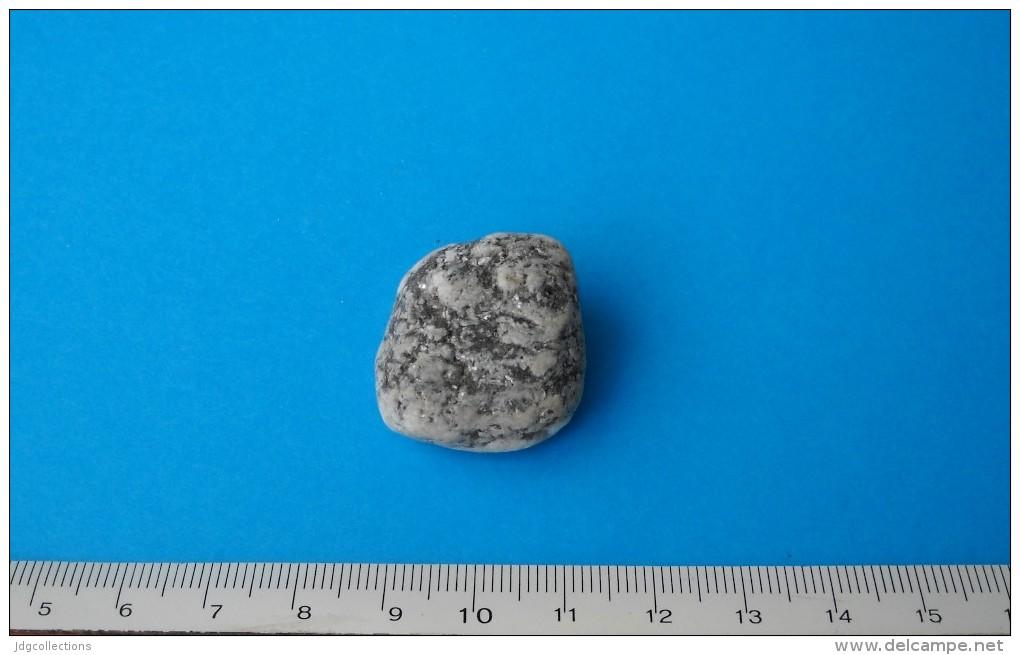 # M018 ESTEREL PEBBLE ORE - South France, Provence, Mineral Minerai Minerale Erz - Minerals