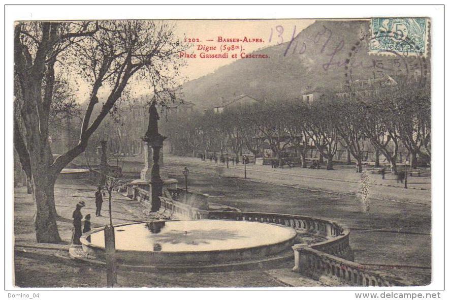 Cpa Du 04-DIGNE -Place Gassendi Et Caserne  ( Série Fournier De Gap) - Digne