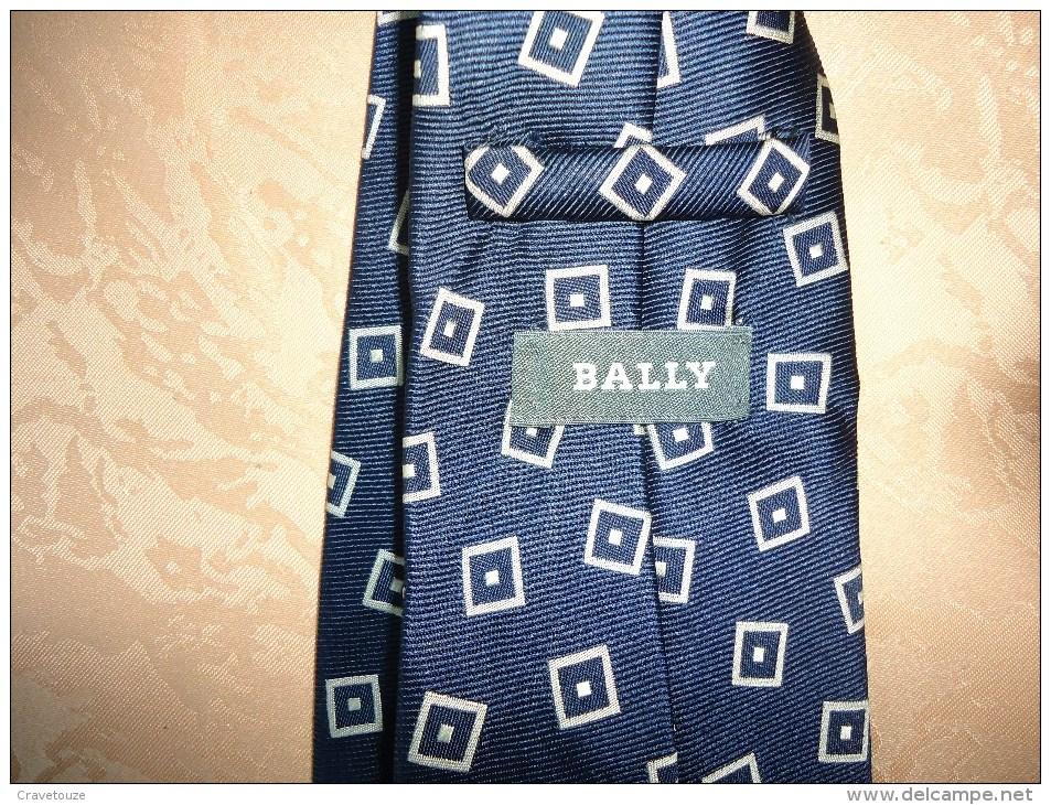 Pour Porter Ou Pour Collectionner - CRAVATE - Motifs - BALLY - 100 % Soie - - Scarves