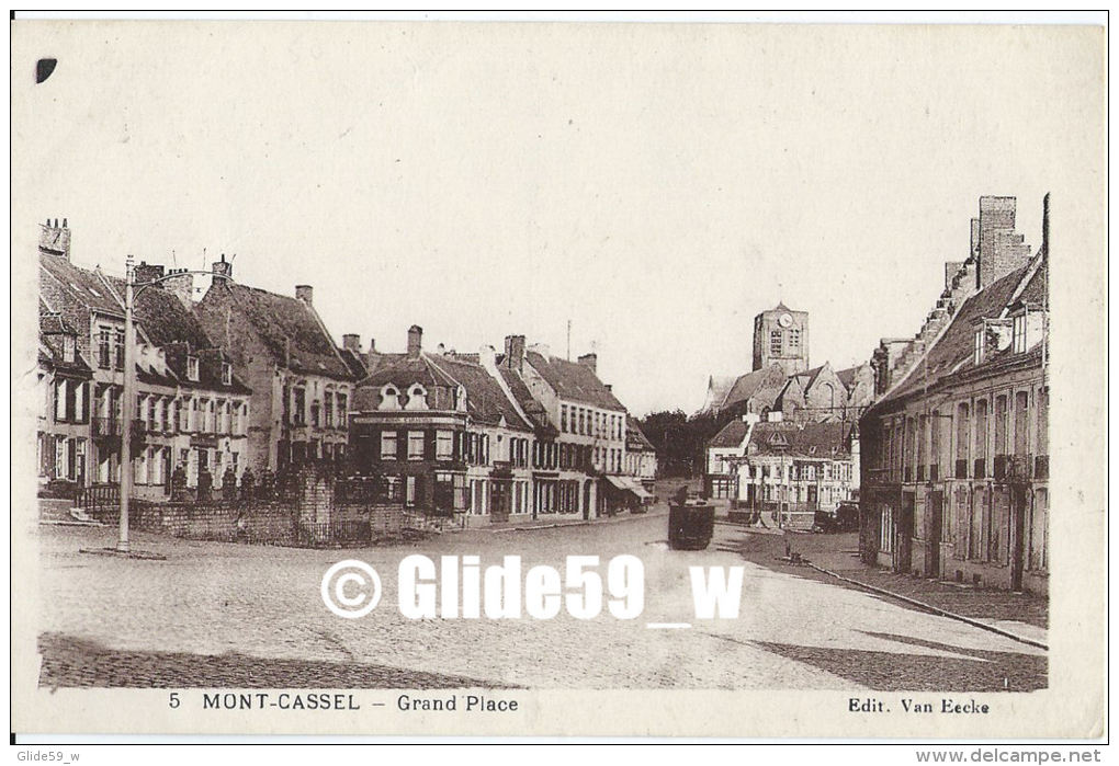 MONT-CASSEL - Grand Place - N° 5 - Cassel