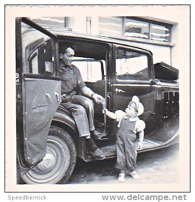23636 Photo 2  Traction Citroen Automobile Voiture Ancienne Rosalie 10cv- Chalons Sur Marne Photographe Boulve -famille - Automobiles
