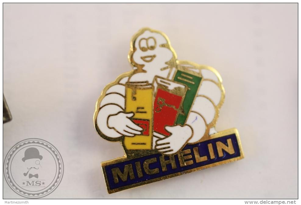 Michelin Bibendum With Books/ Maps - Fraisse Pin Badge - #PLS - Otros