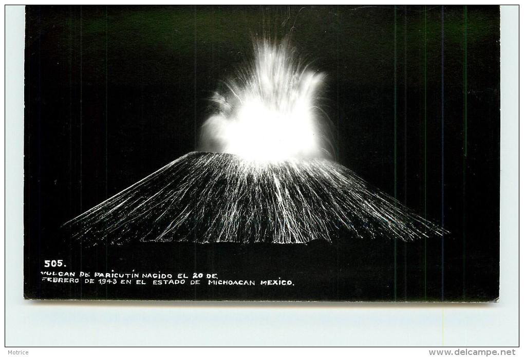 VOLCAN DE PARICUTIN  NACIDO EL 20 DE FEBRERODE 1943.(carte Photo). - Mexique