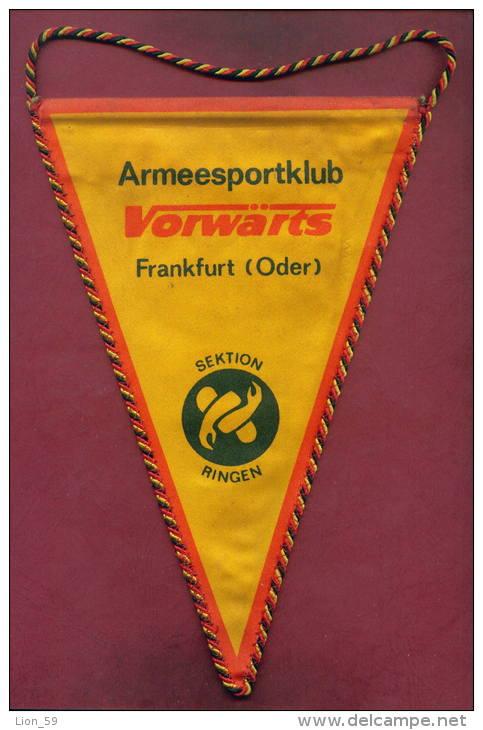W57  / SPORT Championship ARMEESPORTKLUB FRANKFURT ODER Wrestling Lutte Ringen 16.5 X 25 Cm. Wimpel Fanion Flag GERMANY - Lotta (Wrestling)