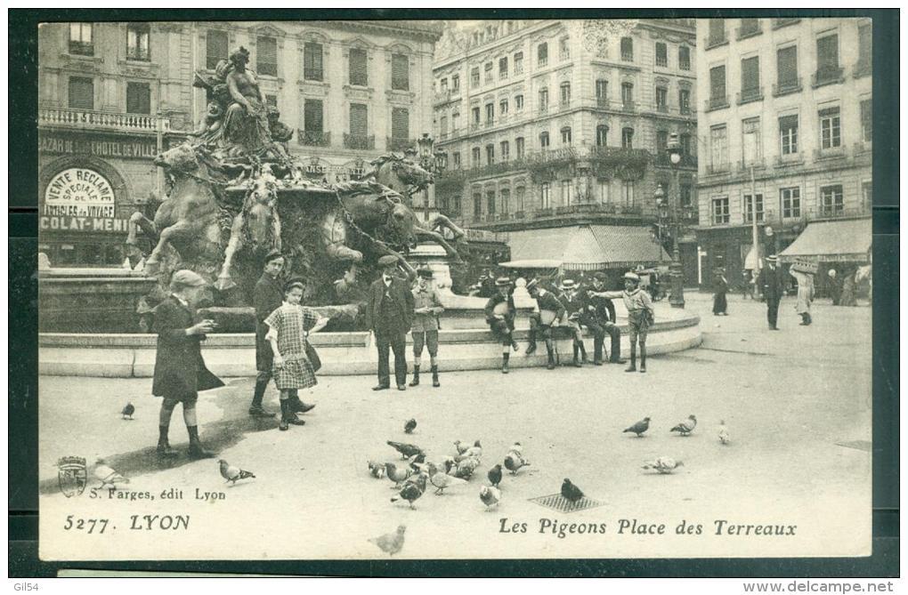 N°5277  -  Lyon  - Les Pigeons , Place Des Terreaux  -  LFN162 - Other