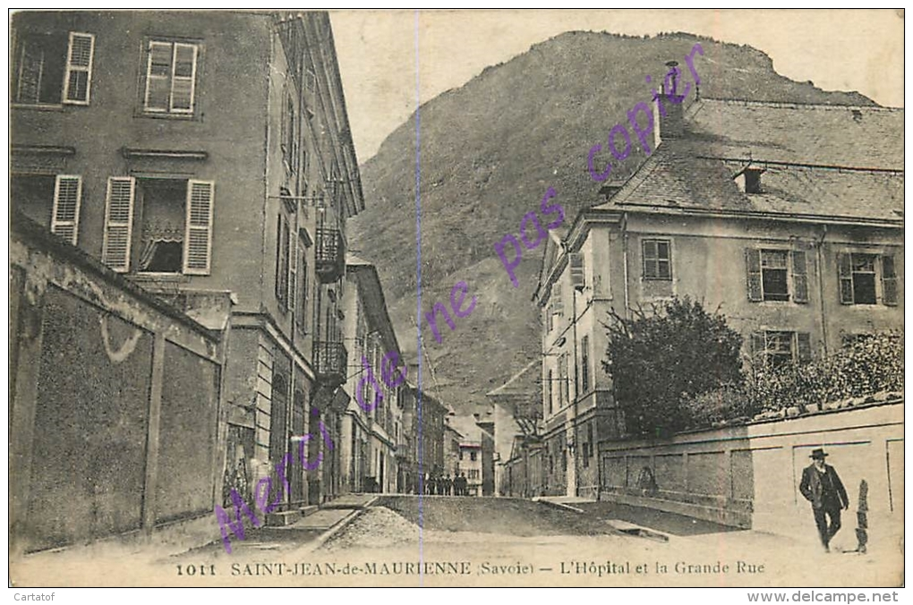 73. SAINT JEAN DE MAURIENNE . L'Hopital Et La Grande Rue . - Saint Jean De Maurienne