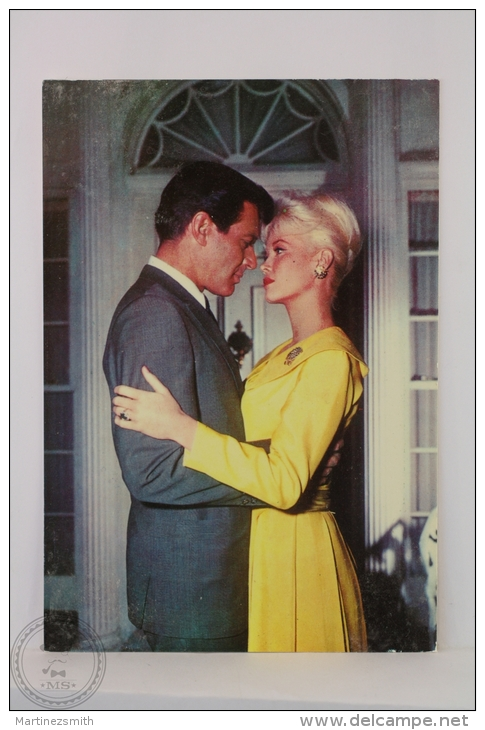Original & Rare 1960s Postcard - Efrem Zimbalist & Dorothy Provine - Edited Oscarcolor, Printed In Spain - Schauspieler