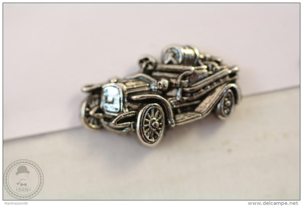 Fireman/ Firefighter Old Car - Pin Badge #PLS - Otros