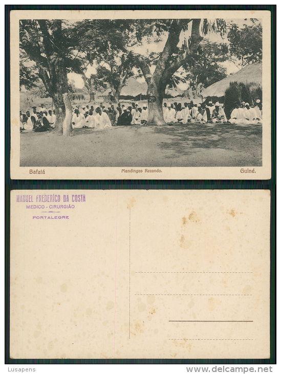 PORTUGAL -  GUINÉ [ 0012 ] - BAFATÁ - MANDINGAS REZANDO - PRAYING RELIGION - Guinea-Bissau