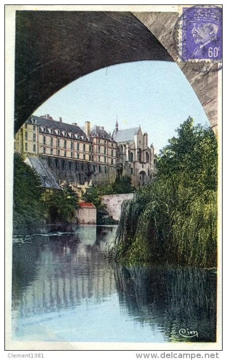 Thouars Le Chateau Et Le Thouet - Thouars