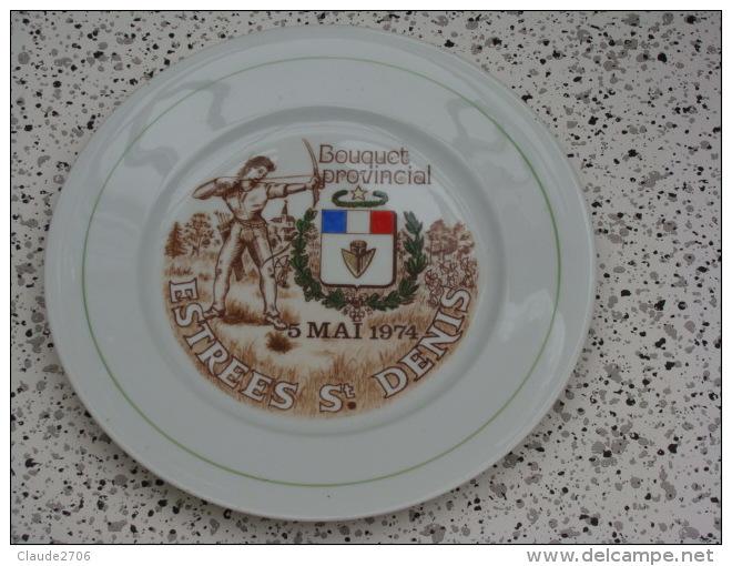 Superbe Assiette Bouquet Provincial  Estrées Saint Denis  1974 - Tir à L'Arc