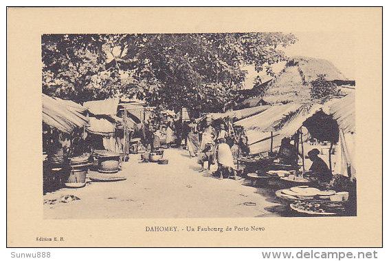 Dahomey - Un Faubourg De Porto Novo  (animation, Marché) - Dahomey
