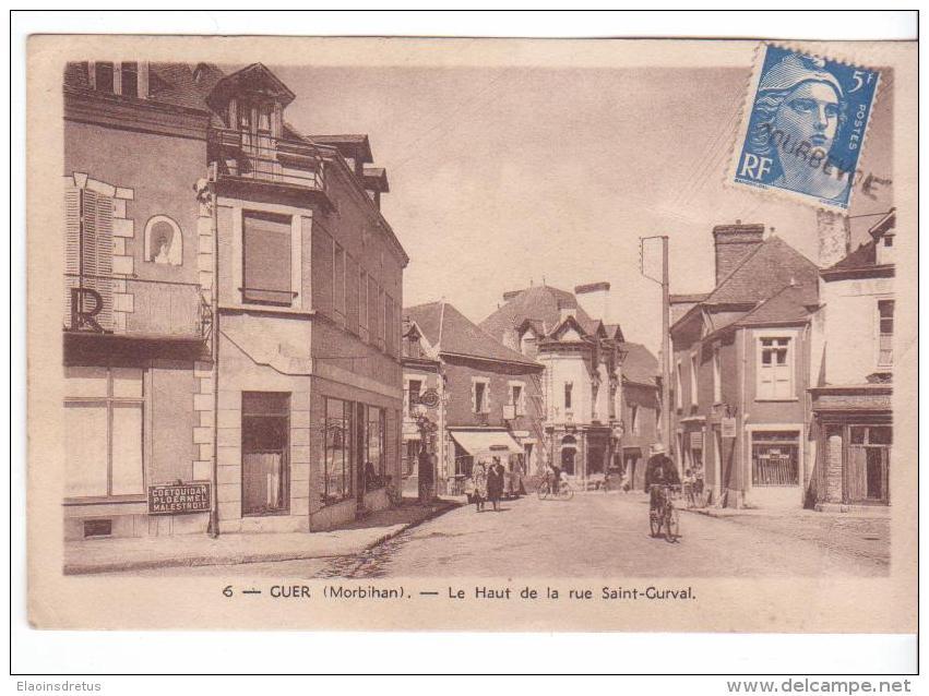 Guer (56) - Haut De La Rue St-Gurval. Etat Très Moyen Avec 2 Pliures Et Papier Manquant Au Dos, Sépia, Circulé. - France