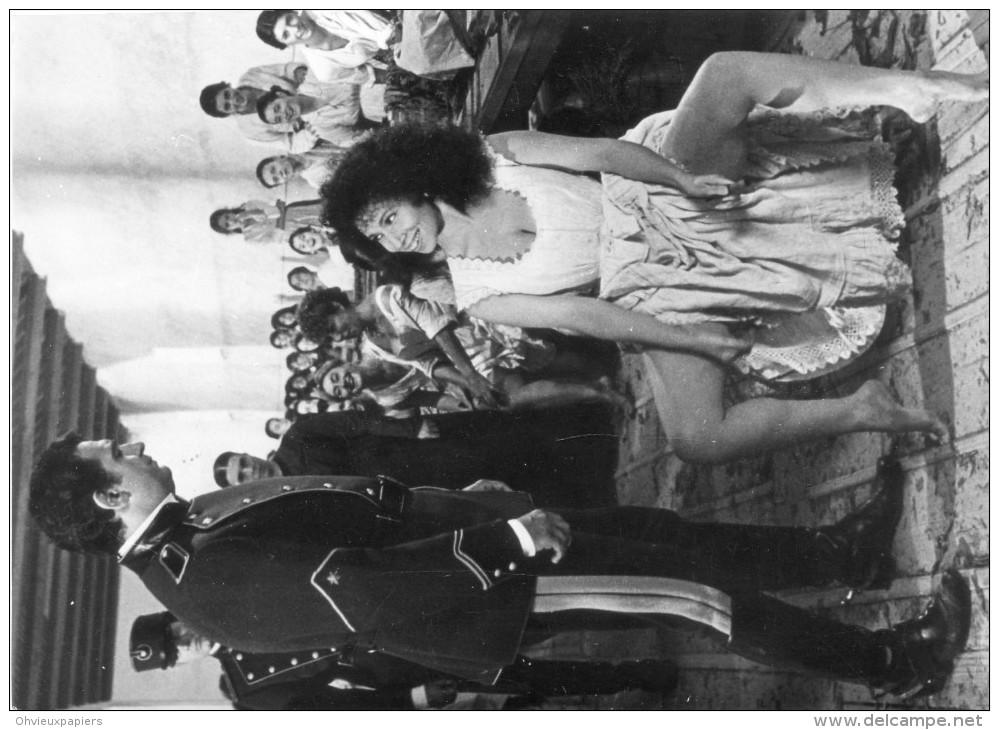 """Photo Originale De Presse - COMEDIENS . PLACIDO DOMINGO  Et  JULIA MIGENES-JOHNSON  Dans """" CARMEN """"  De F. ROSSI - Célébrités"""