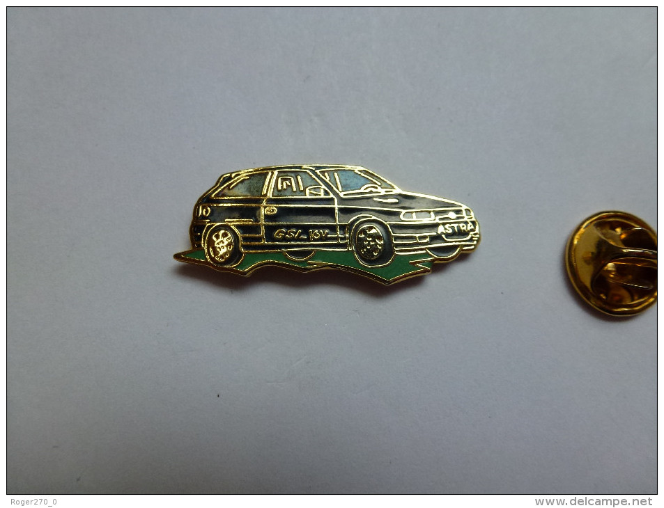 Superbe Pin´s En EGF ,  Auto Opel Astra GSI  , Signé Démons & Merveilles - Opel