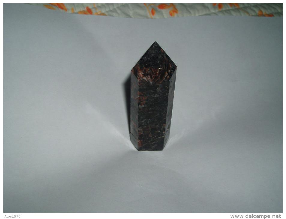 JOLIE PETITE POINTE MINERAUX TAILLE A IDENTIFIER PROVENANCE D'INDE / 73MM DE HAUT DIAMETRE 20MM / POIDS 46GR. - Minerals