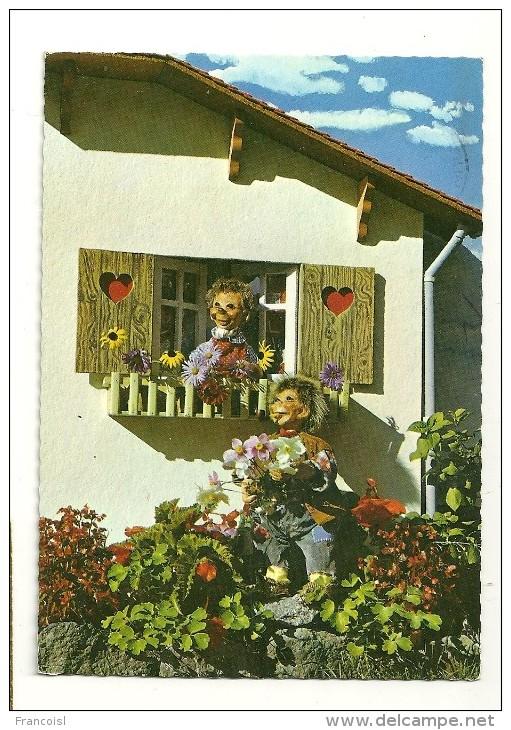 Mecki. Hérisson Humanisé.  Chalet Et Fleurs. Orania - Mecki